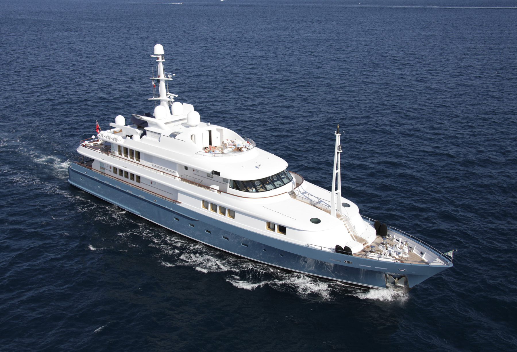 AMORE MIO 2 charter specs and number of guests