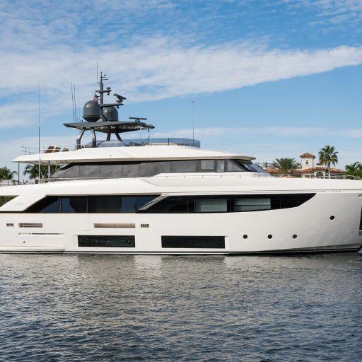 Navetta 33 M Custom Line yacht