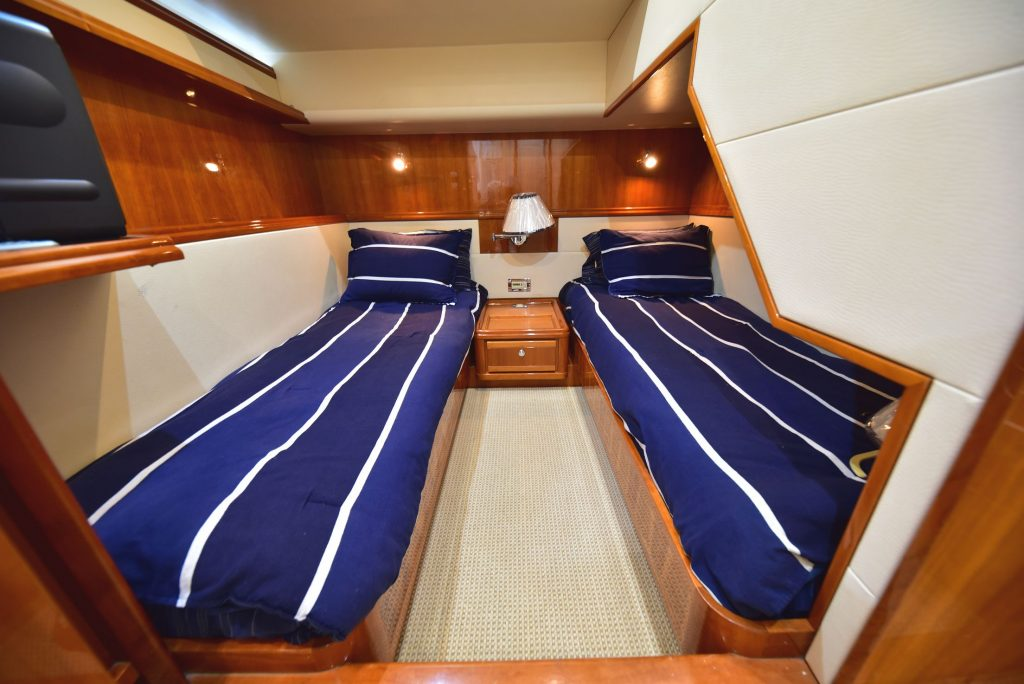 T/T MY IRIS yacht