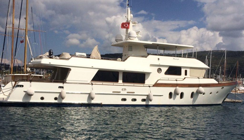 KUYIS yacht Brochure