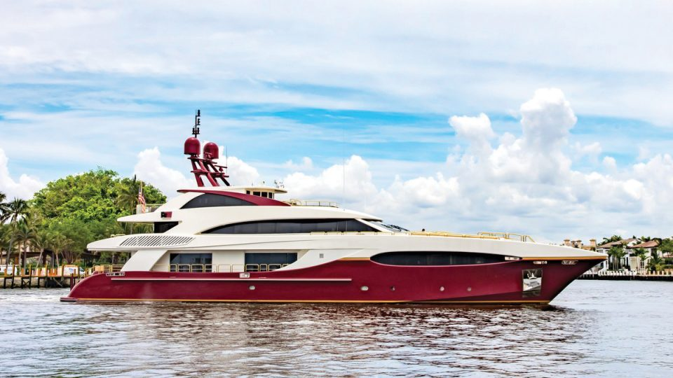 YACHT WITH A JACUZZI - YACHT FOR CHARTER & FOR SALE