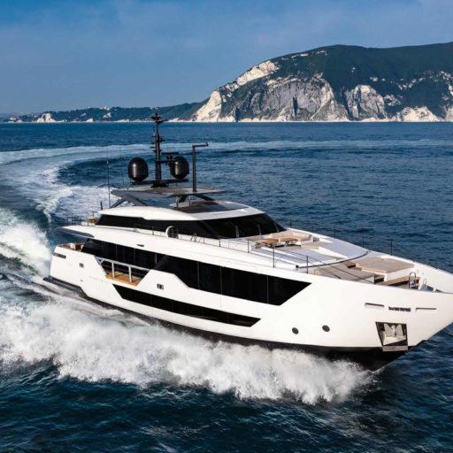 FERRETTI CUSTOM LINE HULL #03 yacht