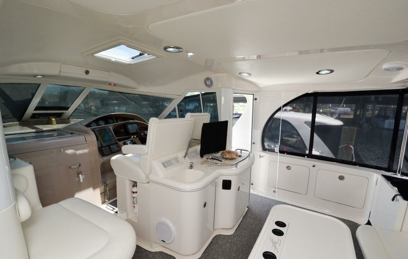 BUZZ yacht