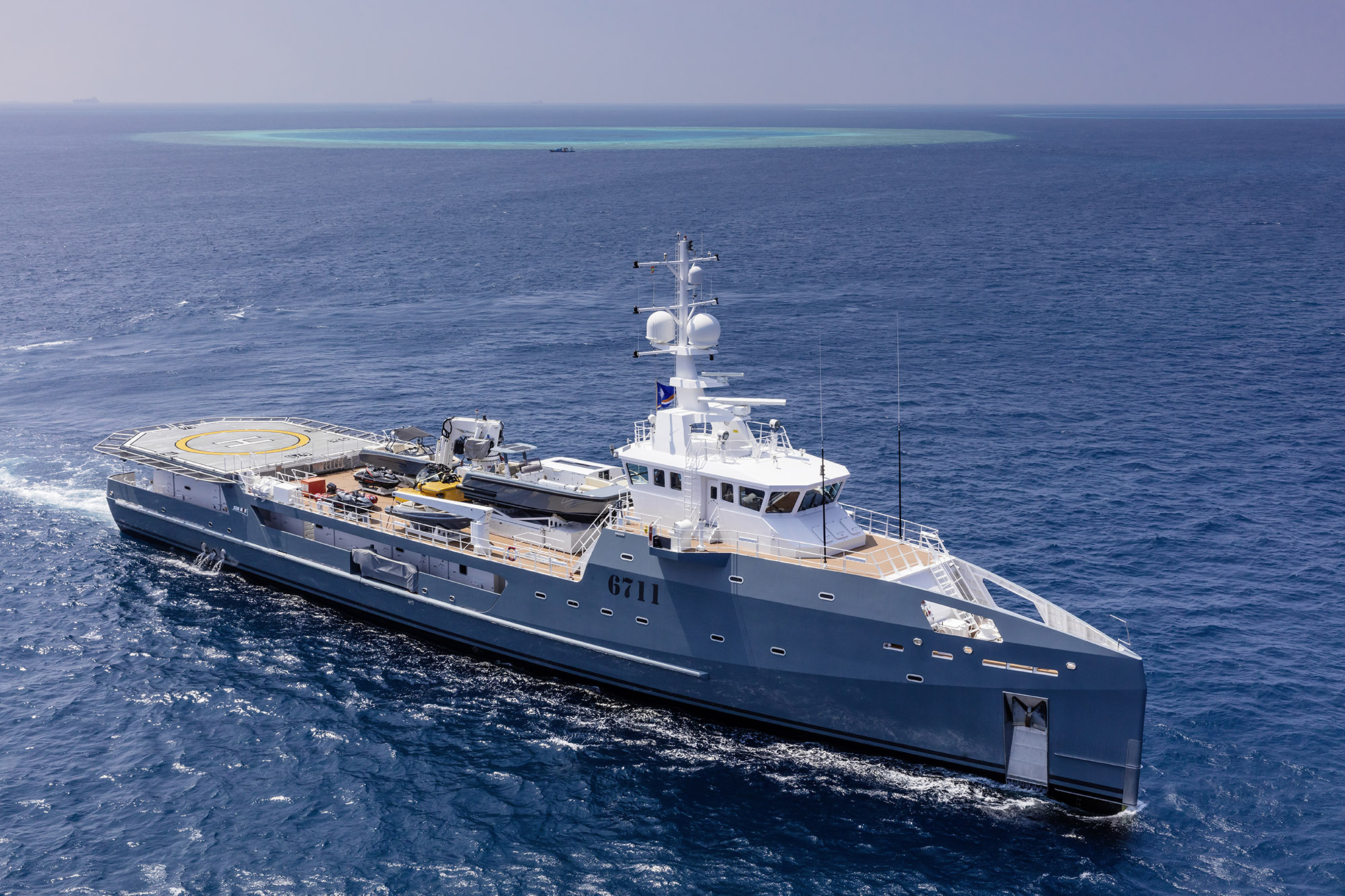 Fast Support Vessel 6711 specs with detailed specification and builder summary