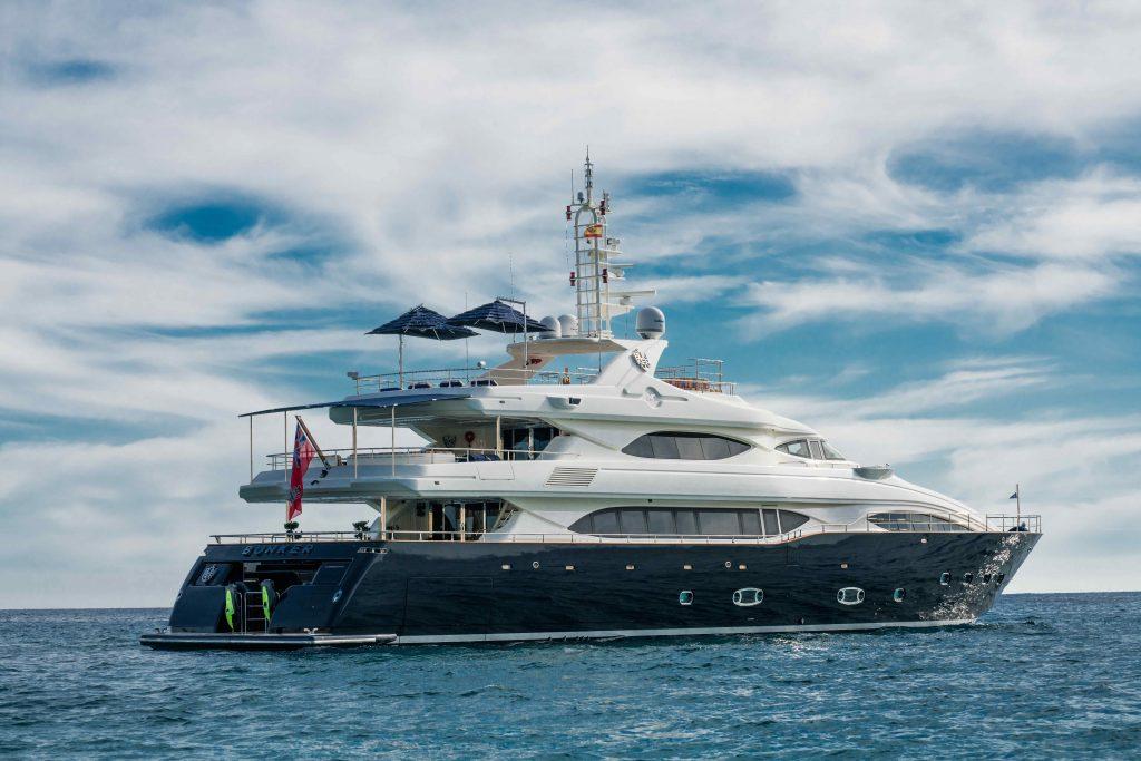 BUNKER yacht