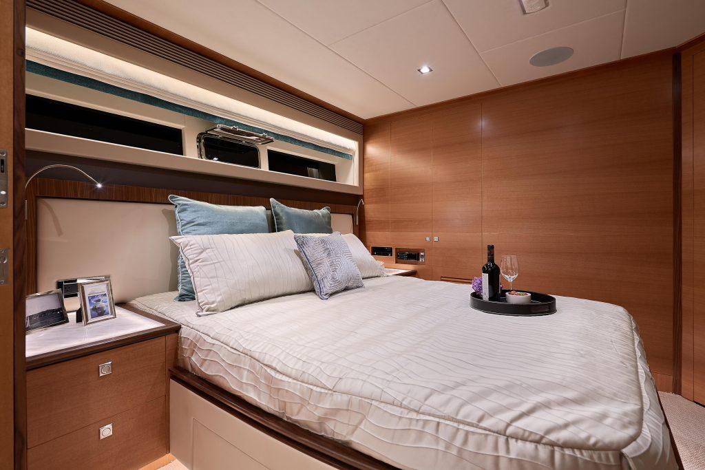 Horizon FD85 yacht