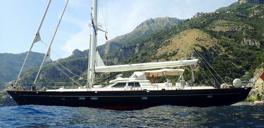 TIGA BELAS yacht Brochure