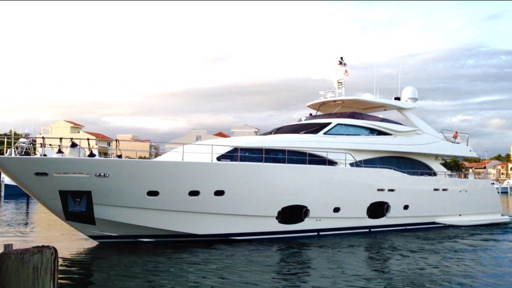97 Custom Line yacht Brochure