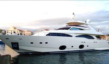 97 Custom Line yacht Price