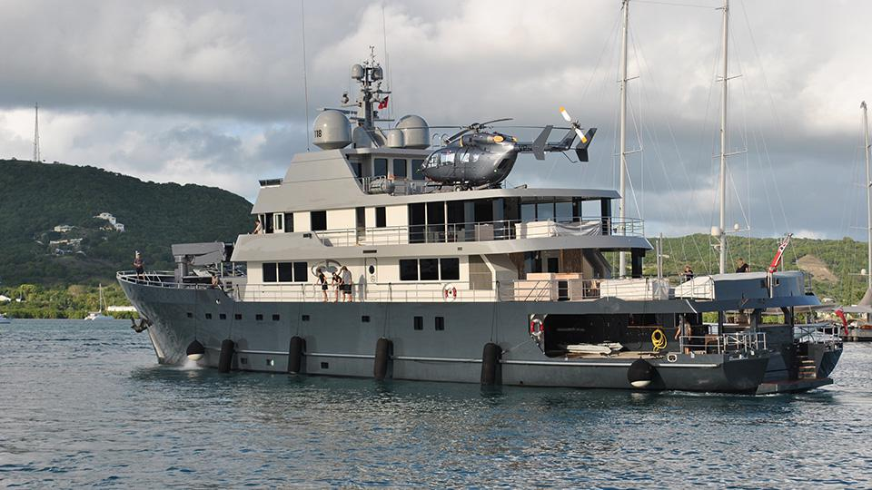 YACHT WITH A HELIPAD - CHARTER YACHTS & YACHTS FOR SALE