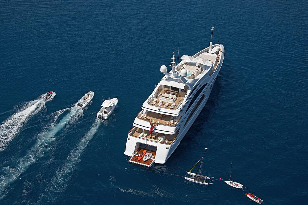 charter a yacht for